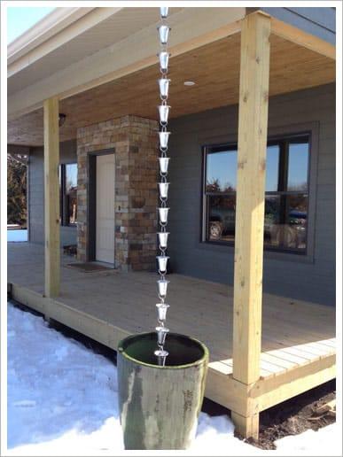 rain-chain-in-large-decorative-pot